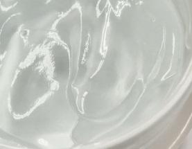 ゼリー状のヒアルロン酸が水分を抱え込む